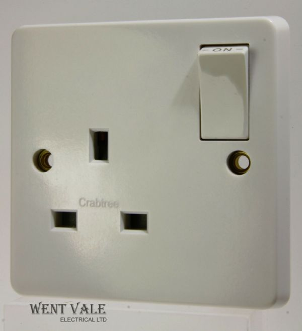 Crabtree Capital Series 4000 - 4304 Moulded 13a 1 Gang S/Pole Switched Socket